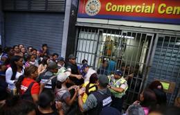 Xe tải chở bột mì bị cướp giữa ban ngày tại Venezuela