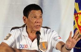 """Tổng thống Philippines giơ """"ngón tay thối"""", thóa mạ EU"""