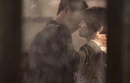 """Song Joong Ki """"khóa môi"""" Song Hye Kyo, rating Hậu duệ mặt trời lại tăng"""