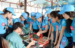 Thí sinh Hoa hậu Biển thích thú khám phá khu nuôi cấy ngọc trai