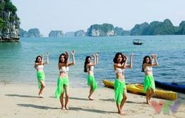 Thí sinh Hoa hậu Biển khoe đường cong nóng bỏng trên bãi biển hoang sơ