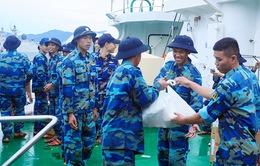 Chuyến tàu chở hàng Tết xuất phát đi Trường Sa