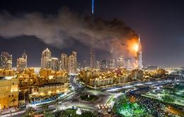 Kinh hoàng cảnh tượng cháy nhà chọc trời tại Dubai trong đêm giao thừa 2016