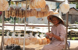 Bánh phồng Sơn Đốc - Đậm đà hương vị xứ Dừa ngày Tết