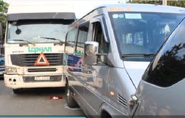 TP.HCM: 3 ô tô húc nhau liên hoàn, giao thông ùn tắc