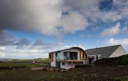 Cận cảnh ngôi nhà với không gian tự nhiên tại xứ sở sương mù