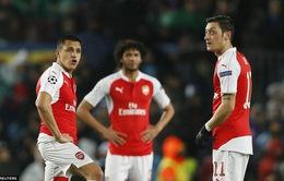 Đá sòng phẳng với Barcelona, Arsenal lại ngẩng cao đầu rời giải