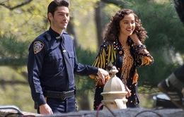 """Bồ cũ của Ronaldo """"cặp kè"""" với cảnh sát điển trai"""