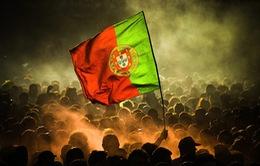 Choáng với màn ăn mừng rực lửa của CĐV Bồ Đào Nha