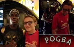 """""""Ván chưa đóng thuyền"""", Pogba vẫn thản nhiên ký lên áo đấu Man Utd"""