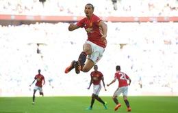 VIDEO: Ibra đánh đầu không thể cản phá, đưa Man Utd lên đỉnh nước Anh