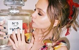 Con gái Johnny Depp nhận hợp đồng béo bở của Chanel