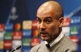 """Messi bị thầy cũ """"dụ dỗ"""" bằng... tiếng Anh"""
