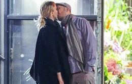 Jennifer Lawrence công khai hôn bạn trai lớn tuổi trên phố