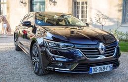 Sedan Renault Talisman giành giải xe đẹp nhất năm tại festival ô tô quốc tế năm 2016