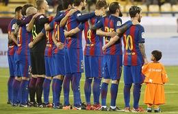 VIDEO: Messi ra sân cùng chú bé hâm mộ đặc biệt