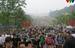 Chen lấn, giẫm đạp, ngất xỉu tại Lễ hội Đền Hùng