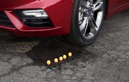 """Ford phát triển công nghệ bánh xe """"bay"""" qua ổ gà"""