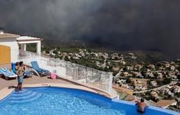 Cháy gần khu nghỉ dưỡng Tây Ban Nha, hơn 1.000 người phải sơ tán