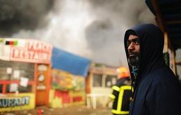 Cháy lớn tại khu trại di cư đang tháo dỡ tại Pháp