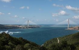 Thông xe cầu treo lớn nhất thế giới qua eo biển Bosphorus