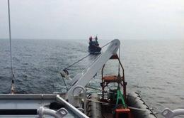 Cứu 10 thuyền viên tàu ĐNa 90646 TS trên vùng biển Nghệ An
