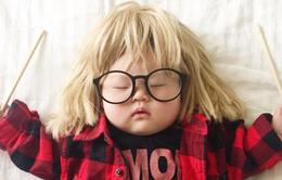 Em bé ngủ gây sốt mạng xã hội