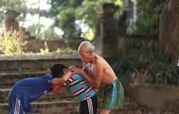 Cụ ông 84 tuổi hơn 20 năm giữ lửa vật cổ truyền Hà Nam