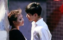 Nụ hôn màn ảnh đầu tiên của các sao Hoa Ngữ dành cho ai?
