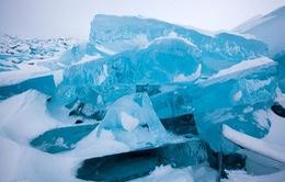 Tuyệt đẹp biển băng ánh màu kỳ ảo như ngọc bích