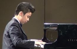 Nghị lực phi thường của cậu bé tự kỷ trở thành thần đồng Piano