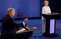 """Ông Trump gọi bà Clinton là """"thảm họa"""" trong cuộc tranh luận cuối cùng"""