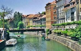 Chu du tới 10 ngôi làng đẹp lãng mạn nhất châu Âu