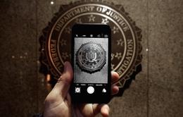 """Apple """"ngồi trên đống lửa"""" sau khi FBI mở khoá được iPhone"""