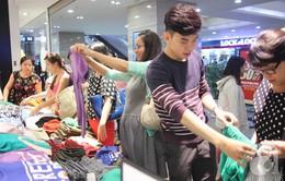 Người dân TP.HCM hào hứng mua sắm trong ngày Black Friday 2016