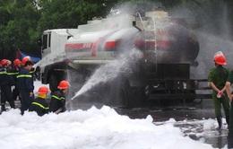 Đã khống chế đám cháy xe bồn gần cây xăng Đền Lừ