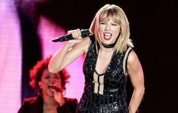 Taylor Swift hát hit của tình cũ trong ngày tái xuất