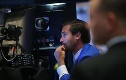"""Khởi đầu năm mới, chứng khoán thế giới """"bốc hơi"""" 2.500 tỷ USD"""