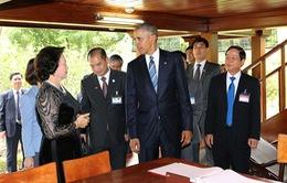 Tổng thống Obama thăm Nhà sàn Chủ tịch Hồ Chí Minh