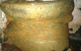 Phát hiện trống đồng cổ 2.000 năm tuổi dưới móng nhà