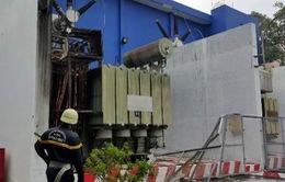 TP.HCM: Trạm biến áp nổ như bom trong mưa làm rung chuyển nhà dân