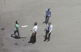 Bắt nữ côn đồ vác mã tấu tấn công nhân viên bến xe Vinh
