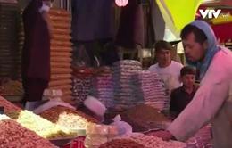 Dù khó khăn, người dân Afghanistan vẫn mua sắm nhu yếu phẩm cho lễ Eid al-Fitr