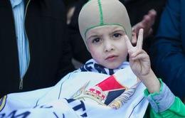 Cậu bé sống sót sau vụ đánh bom thỏa ước mơ gặp dàn sao Real Madrid