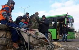 Chuyến xe bus đầu tiên đưa người dân trở về nhà ở Aleppo