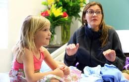 Bé gái 5 tuổi cứu mẹ khỏi đuối nước