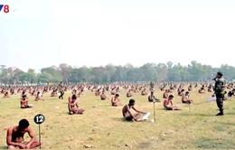Ấn Độ bắt thí sinh... mặc quần lót ngồi thi