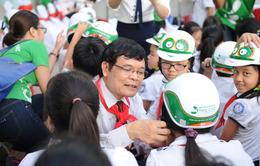 Bệnh viện Thu Cúc tặng miễn phí 20.000 mũ bảo hiểm cho học sinh tiểu học