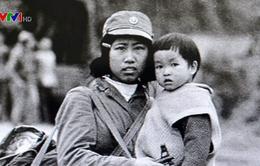 """Cuộc hội ngộ sau 37 năm của các nhân vật trong bức ảnh lịch sử """"Cô bộ đội và em bé"""""""