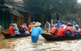 Hội An mênh mông nước lũ, di tản hơn 1.400 du khách